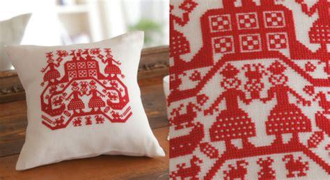 cuscini punto croce schemi il cuscino slavo ricamato a punto croce arte ricamo