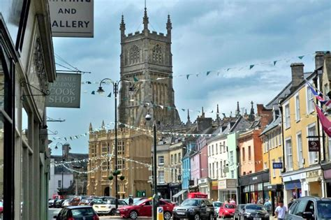 Patio Market Castle Mews To Rent In Cirencester Character Cottages