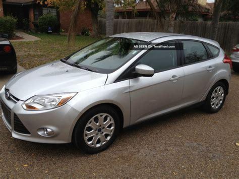 2012 ford focus se hatchback 4 door 2 0l silver 4 cil