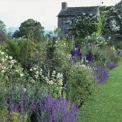 White Cottage Garden Flowers White Blue And Lavender Flower Border For An Cottage Garden Feel Garden And Yard
