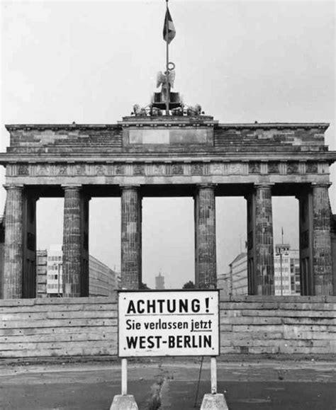 the berlin wall story 3861536501 berlin wall and brandenburg gate cold war