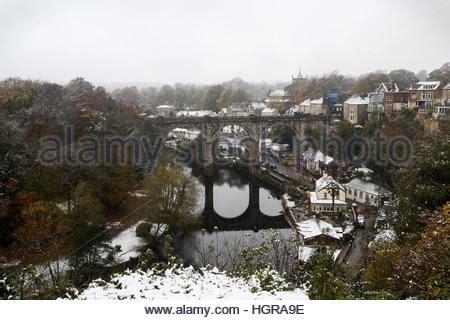 uk, england, yorkshire, harrogate, christmas shoppers in