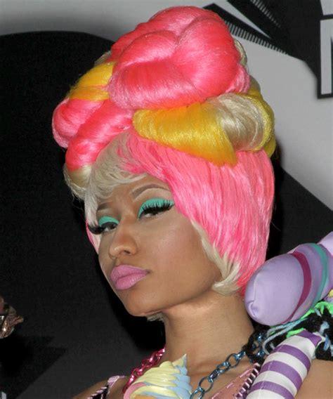 nicki minaj hairstyles photo galleries hair crush wednesday nicki minaj goes from wigs to