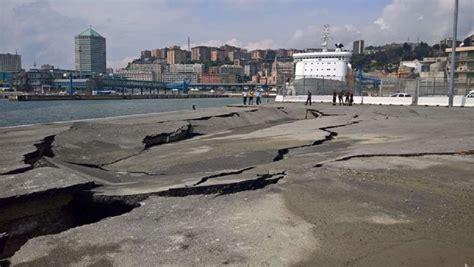 arrivi navi porto di genova genova banchina ponte andrea doria ha ceduto