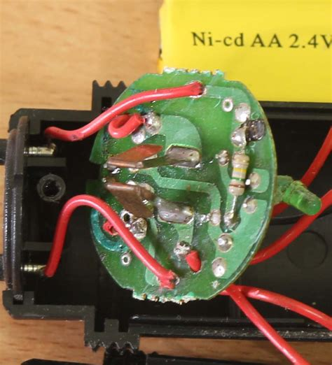 Raket Nyamuk Charger membongkar raket nyamuk elektrologi