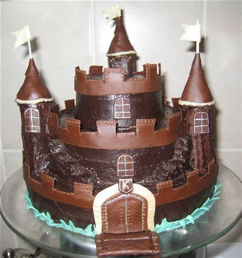 burg kuchen das ritterliche essen zum geburtstag ritterburg torte