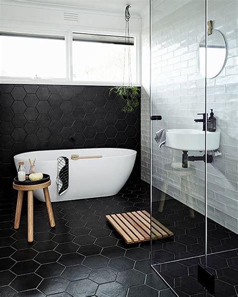 zwarte hexagon tegels badkamer tgwonen