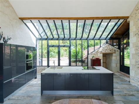 veranda entre 3 murs extension maison une v 233 randa imbriqu 233 e entre 3 b 226 timents