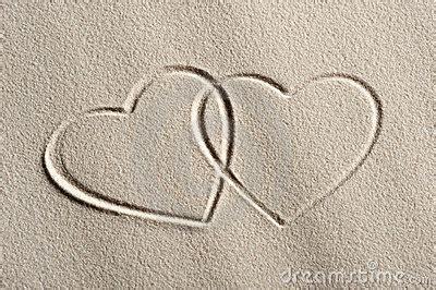 imagenes de corazones en la playa fondo de la playa con los corazones foto de archivo libre