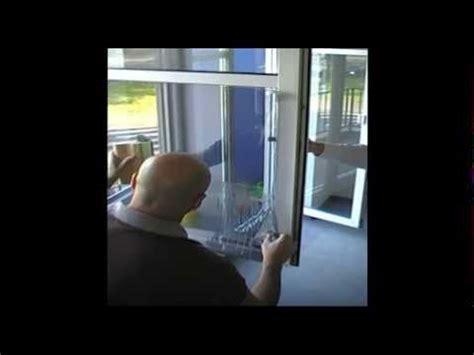 Folie Dachfenster Entfernen by Sonnenschutzfolie Verlegen Gar Nicht So Schwer Doovi