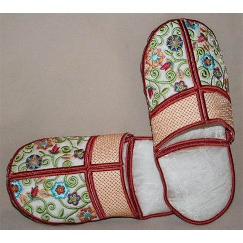 embroidery design 10x10 slippers will fit 4x4 10x10 machines me ith shoes