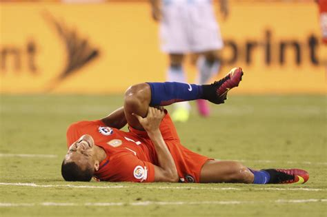 alexis sanchez injury update arsenal news alexis sanchez uploads gruesome pictures of