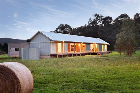 Sheds As Houses by Modern Wool Shed Pays Homage To Iconic Australian