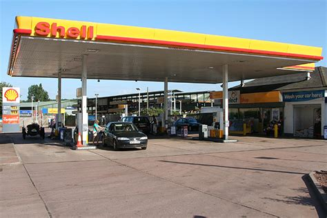 crediton shell petrol station at 169 martin bodman cc by