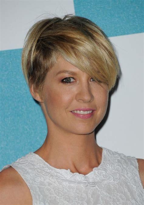 most popular short haircut for women jenna elfman
