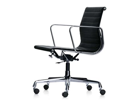 vitra eames lounge chair buy the vitra eames ea 117 aluminium chair at nest co uk