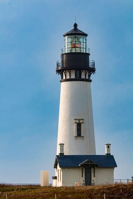 lighthouse lincoln sunbreaks light up the yaquina lighthouse news