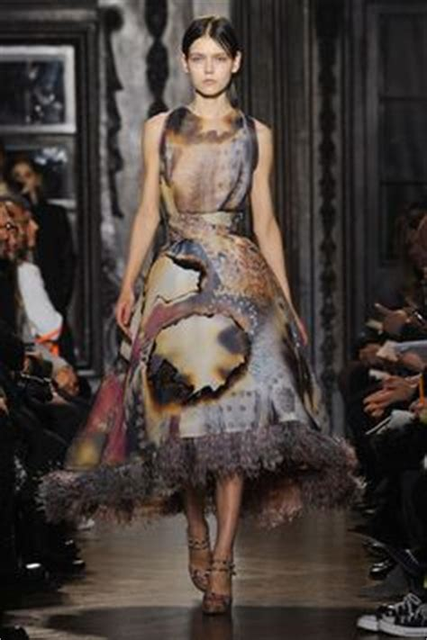 Shiny Fashion Tv Giles Deacon Gold by 1000 Images About Designer Giles Deacon On