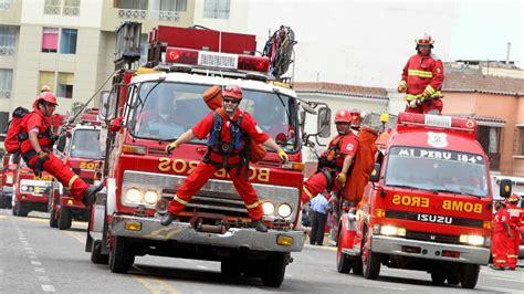imagenes impresionantes de bomberos los bomberos y la solidaridad sin incentivos noticiasser pe