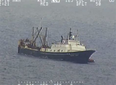 fishing boat crew jobs 46 crew members abandon fishing boat off alaskan coast