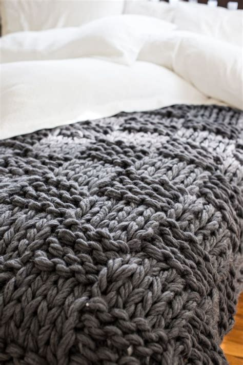 chunky yarn for arm knitting 25 best ideas about knit blankets on pinterest chunky