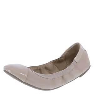 shoes for flat dexflex comfort s scrunch flat shoe payless