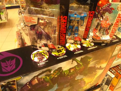 Minicon Retail robots in disguise legends wave 6 combiner wars legends wave 5 and mini con battle packs wave