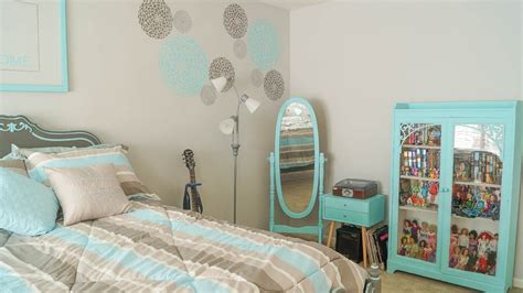 diy teenage girl bedroom makeover stencil diy creating an accent wall white lace cottage