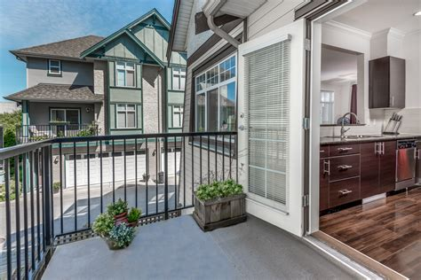 Garage Queensborough by 3 Storey End Unit Townhouse In Queensborough New