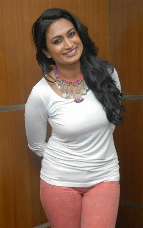 kannada film actress wallpapers shwetha srivatsav kannada actress wiki movies and photos