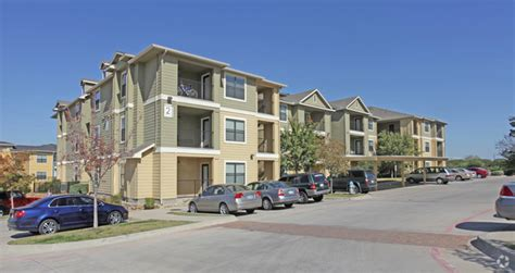 gateway at denton apartments rentals denton tx