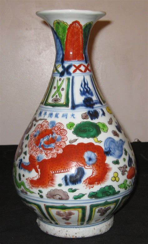antique porcelain dragons vase 18th century ming