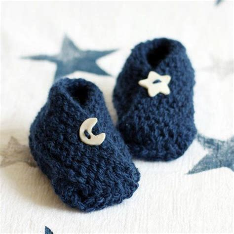 easy knitting patterns baby booties free pattern for these adorable baby booties a fast