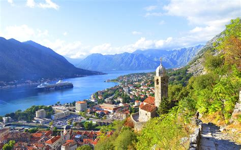 Cute Houses by Montenegro City Houses Bay River Mountains Wallpaper