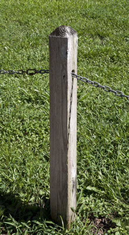 Wooden L Post by Wooden Post That Has Metal Chain Running Through It Jpg 440 215 800 Notinteresting