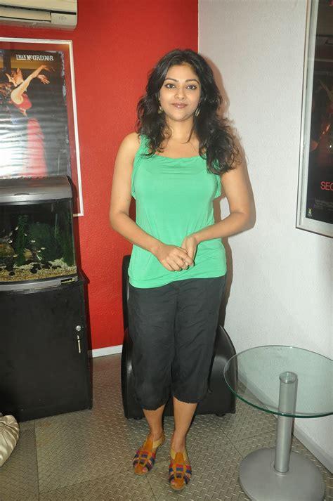 actress abhirami in jeans tamilcinestuff abhirami photos in sleeveless top at