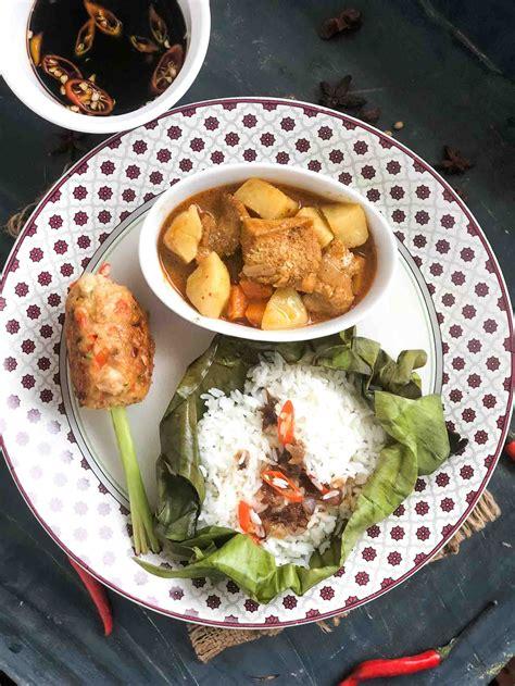 vietnamese dinner chicken curry rice pockets