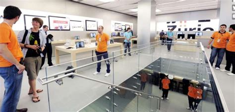 apple zurich iphone battery quot explodes quot in zurich apple store zero hedge