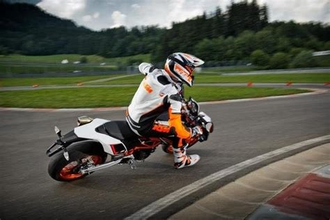 Ktm Smc 690 R Review 2014 Ktm 690 Smc R Motorcycle Review Top Speed
