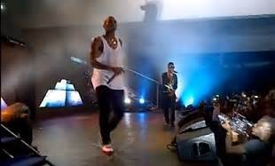 is wizkid the inspiration behind chris browns new haircut video chris brown wizkid together on stage at the chris
