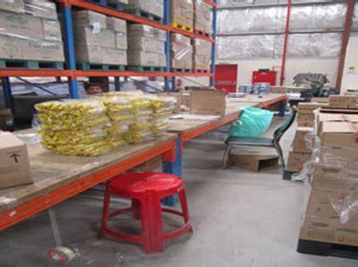 warehouse work benches selective pallet racking in dubai