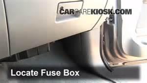 ubicaci 243 n de caja de fusibles interior en ford expedition