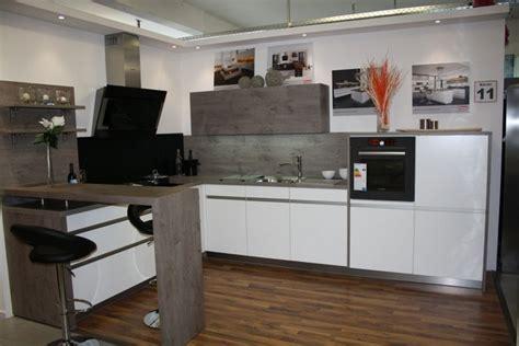 küche schwarz matt wohnzimmer rot weiss schwarz