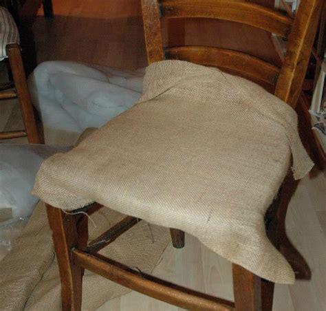 recouvrir une chaise tuto chaises ou comment retapisser une chaise en paille ou