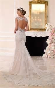 Galerry lace dress keyhole back
