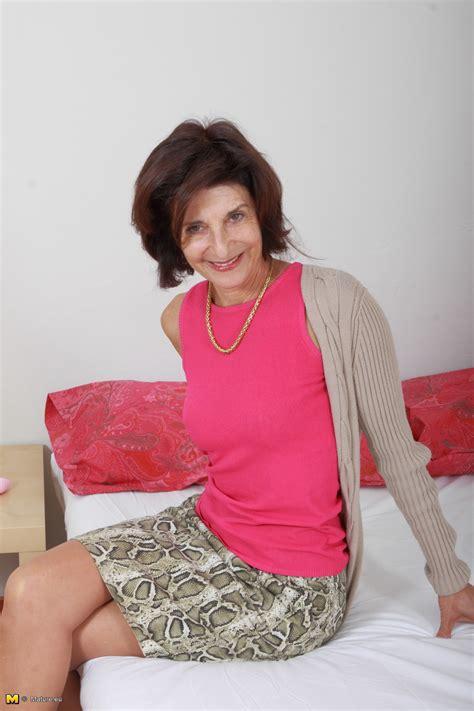 Naughty Mature Lady Mature Nl 16 Pics
