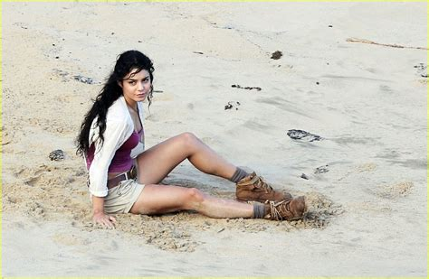 actress name of journey to the mysterious island vanessa hudgens josh hutcherson oh oahu photo 393348