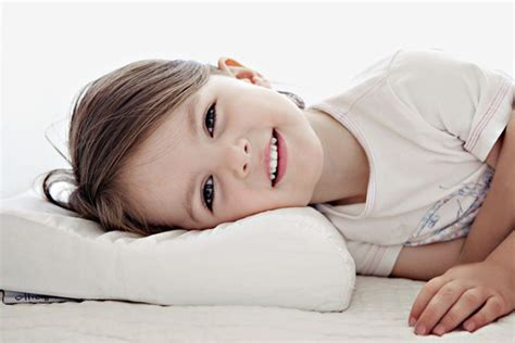Toddler Sleeping Pillows by 8 Of The Best Toddler Pillows For Sweet Dreams S