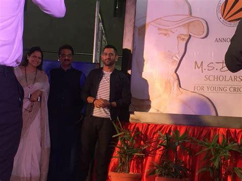 dhoni biography movie trailer dhoni unveils sushant singh s ms dhoni the untold story
