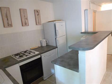 s駱aration vitr馥 entre cuisine et salon cuisine dans la maison 224 louer au chateau de lacoste n 238 mes